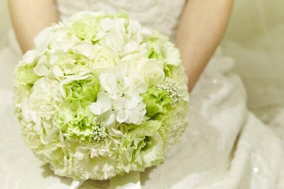 Hochzeitsfloristik-Braut-in-weiss 32